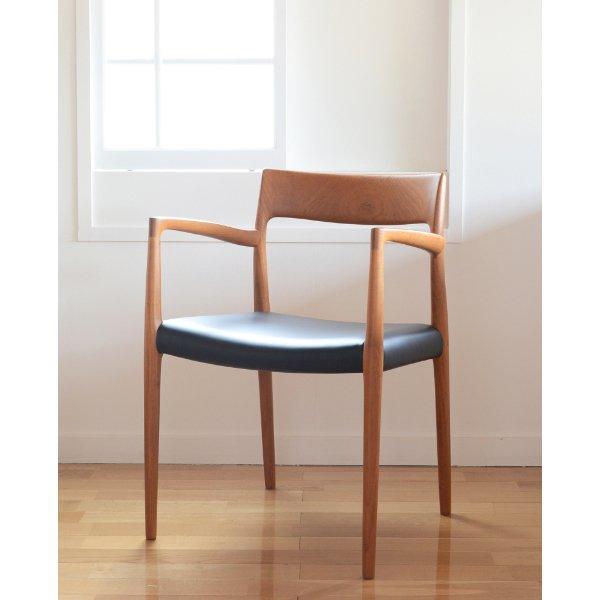 ♯2351 Diplomat chair